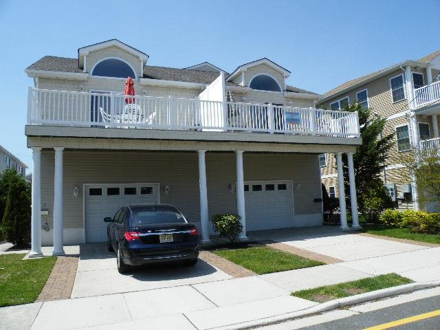 310 EAST MAPLE AVENUE UNIT A - WILDWOOD RENTAL - Spacious 5 bedroom, 3 bath townhouse style vacation home located 1.5 blocks to the beach and boardwalk. Home has a full kitchen with range, fridge, dishwasher, microwave, blender, coffeemaker and toaster. Amenities include central a/c, ceiling fans, washer/dryer, 3 car off street parking, gas grill, balcony. Sleeps 13. First floor bedroom #1: queen, twin, First floor bedroom #2: queen, twin, Second floor bedroom #3: queen, Third floor bedroom #4: queen, Third floor bedroom #5: queen, twin