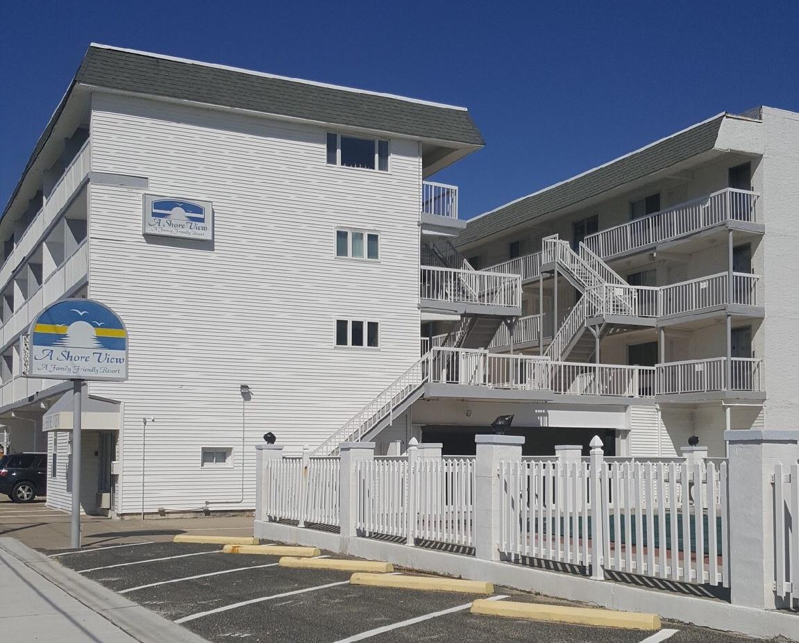 A SHORE VIEW CONDOS - 505 EAST 4TH AVENUE #213 - Studio unit with 1 full bath sleeps 4. Kitchenette with cooktop, full fridge, microwave and coffee maker. Amenities include high speed internet, elevator, expansive sundeck, off-street parking and huge pool. Located steps from the beachblock in North Wildwood. 1 Queen and 1 Double. North Wildwood Rentals, Wildwood Rentals, Wildwood Crest Rentals and Diamond Beach Rentals in all price ranges for weekly, monthly, seasonal and weekend vacation rentals plus Wildwood real estate sales of homes, condos, vacation and investment properties in and around Wildwood New Jersey. We offer over 400 properties plus exclusive vacation homes so you can book the shore rental of your choice online and guarantee your vacation at the Shore. Rent with confidence at Island Realty Group!