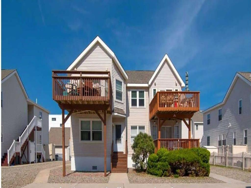 517 EAST 5TH AVENUE - UNIT 2 - NORTH WILDWOOD BEACHBLOCK RENTALS - Three bedroom, 2.5 bath vacation home located beach block with ocean views in North Wildwood. Home offers a full kitchen with range, fridge, dishwasher, disposal, microwave, blender, toaster, coffeemaker. Sleeps 9; queen, 2 full, queen sleep sofa and twin sleep sofa. Amenities include: central a/c, washer/dryer, wifi, outside shower, gas bbq, and 2 car off street parking. North Wildwood Rentals, Wildwood Rentals, Wildwood Crest Rentals and Diamond Beach Rentals in all price ranges for weekly, monthly, seasonal and weekend vacation rentals plus Wildwood real estate sales of homes, condos, vacation and investment properties in and around Wildwood New Jersey. We offer over 400 properties plus exclusive vacation homes so you can book the shore rental of your choice online and guarantee your vacation at the Shore. Rent with confidence at Island Realty Group!