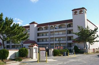 LA VIDA DEL MAR - 501 EAST RALEIGH AVENUE #301 - Three bedroom, two bath located at the La Vida Del Mar in Diamond Beach. Amenities include pool, out side shower, hot tub, grill, central a/c, washer/dryer and elevator and two car off street parking. Sleeps 6; king, queen, and 2 twin. Full kitchen with range, fridge, dishwasher, microwave, blender, toaster and coffeemaker.