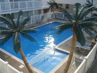 lampost_condo_rentals_302_wildwoodrents_north_wildwood_summer_rentals_pools_island_realty_group