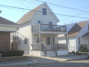 WILDWOOD SEASONAL RENTALS at 152 WEST HAND AVENUE - Traditional one bedroom/one bath home located in walking distance to everything. Grocery store, Mc Donalds, WaWa, Laundry, Beach, Boardwalk, and Bay all within a few blocks. Sleeps 2; queen bed in bedroom. Full kitchen includes fridge, range, microwave and toaster. Seasonal rent includes utilities!